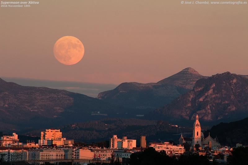 Superluna sobre Xàtiva