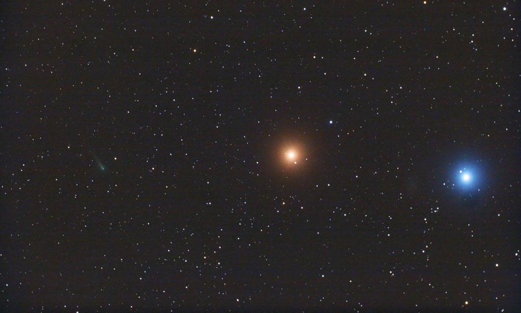 Conjunción, de izquierda a derecha: ISON, Marte y Regulus. Obtenida el 14 de Octubre de 2013, desde Payson, Arizona (EEUU). Foto: © Chris Schur*