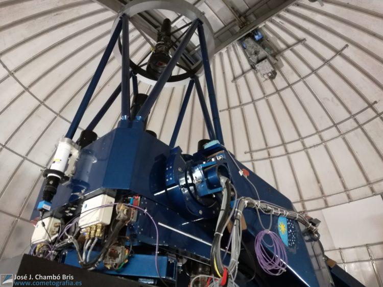 Bajo la cúpula del telescopio IAC-80